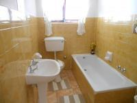 Bathroom 1 - 6 square meters of property in Windsor Park - CPT
