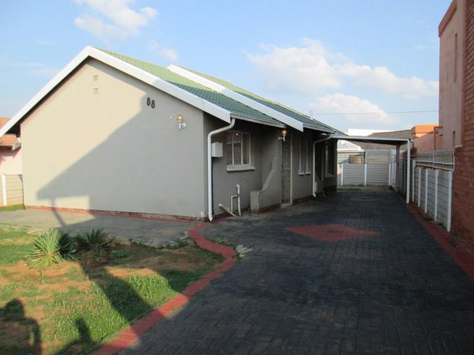 3 Bedroom House For Sale in Lenasia South - Private Sale - MR089983