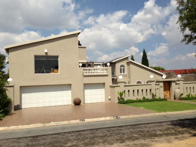 4 Bedroom House for Sale For Sale in Sunward park - Home Sell - MR089988