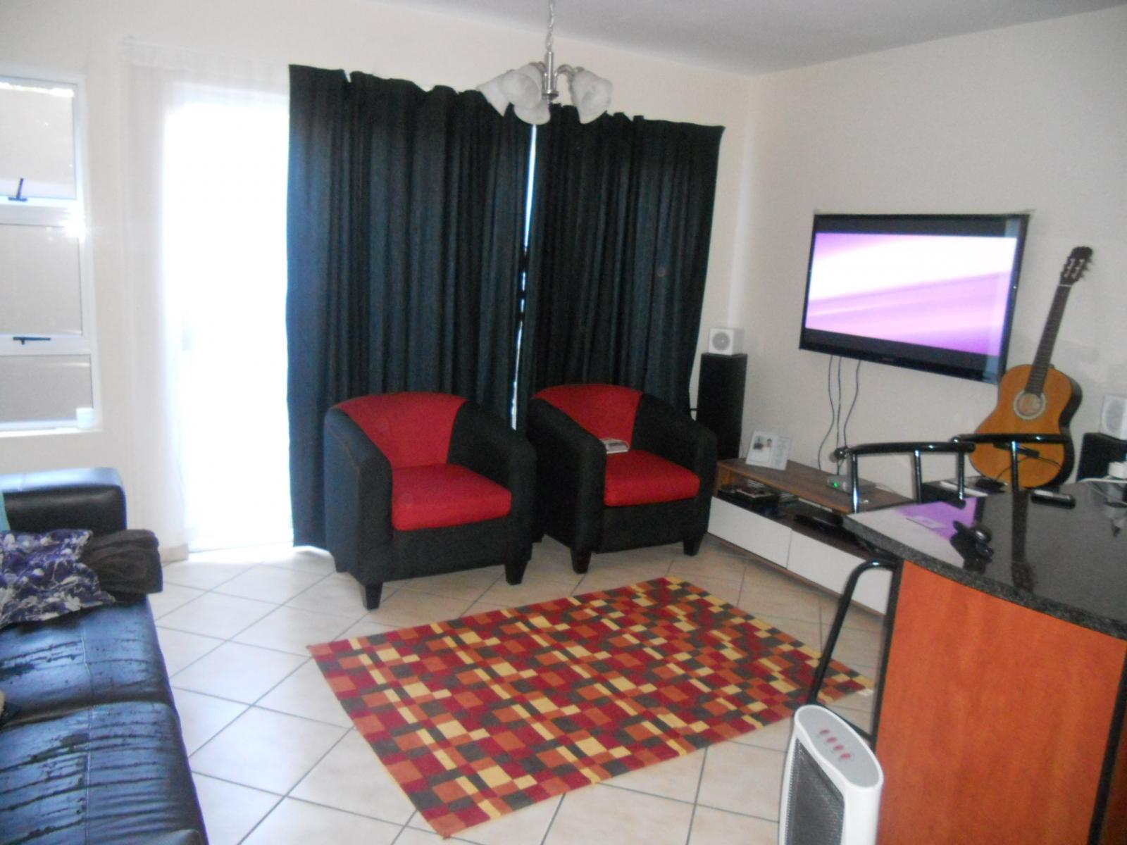 Lounges - 10 square meters of property in Pretoria North