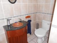 Bathroom 1 - 2 square meters of property in Ifafi