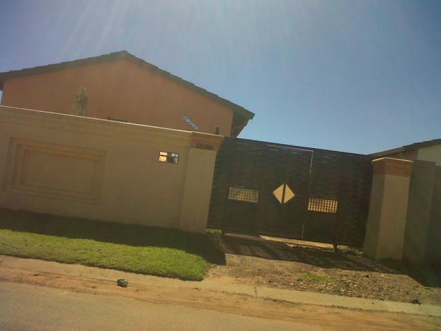 3 Bedroom House for Sale For Sale in Protea Glen - Home Sell - MR090128