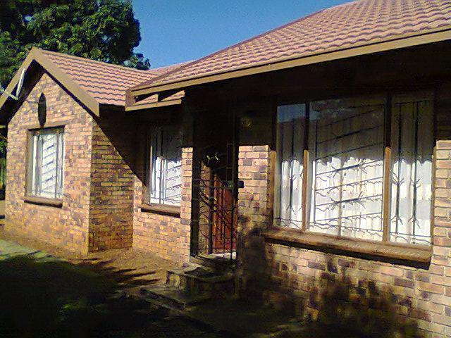 3 Bedroom House for Sale For Sale in Rustenburg - Home Sell - MR090176