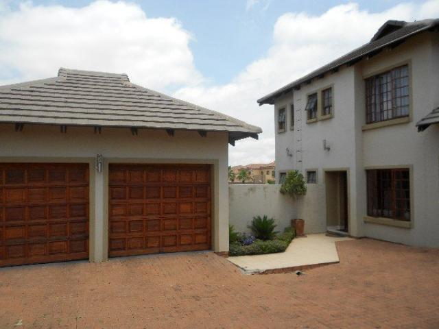 3 Bedroom Duplex for Sale For Sale in Kosmosdal - Private Sale - MR090183