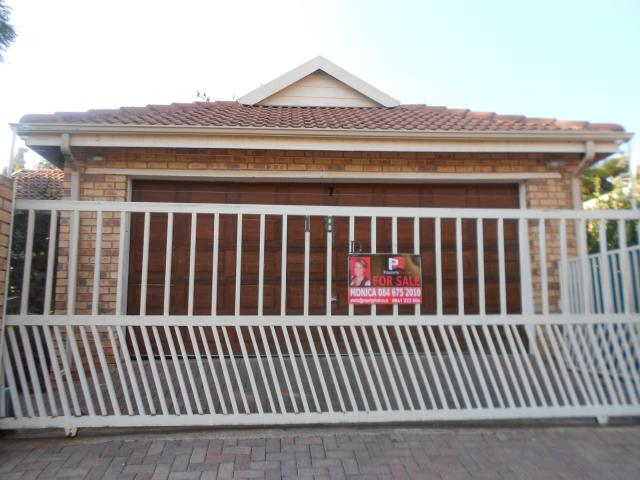 3 Bedroom House for Sale For Sale in Radiokop - Private Sale - MR090272