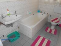 Main Bathroom - 5 square meters of property in Mitchells Plain