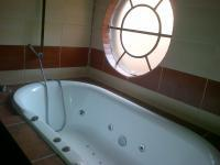Bathroom 1 of property in Kinross