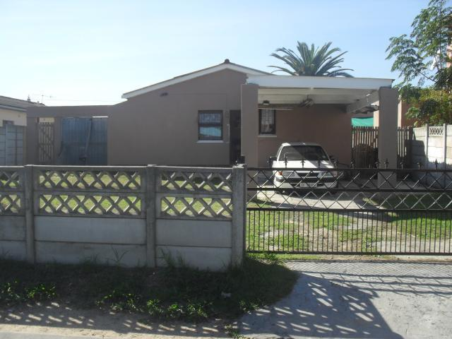 3 Bedroom House For Sale in Eerste Rivier - Home Sell - MR090476