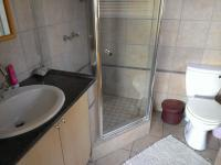Bathroom 1 - 5 square meters of property in Blue Valley Golf Estate
