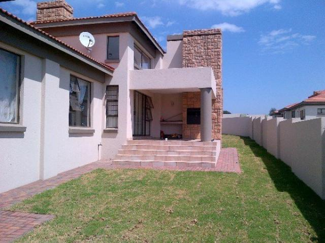 3 Bedroom House for Sale and to Rent For Sale in Emalahleni (Witbank)  - Home Sell - MR090559
