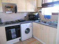 Kitchen - 6 square meters of property in Die Hoewes