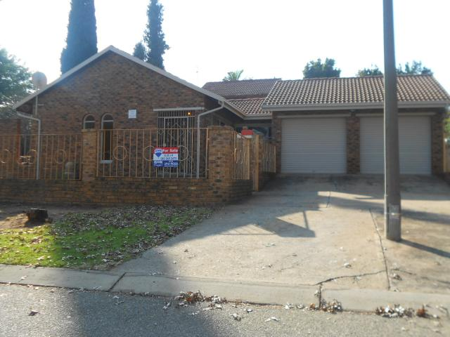 Standard Bank EasySell 3 Bedroom House for Sale For Sale in Birch Acres - MR090615