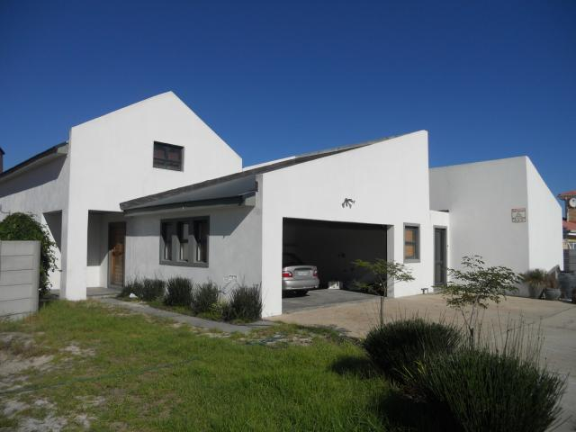 4 Bedroom House for Sale For Sale in Brackenfell - Private Sale - MR090644