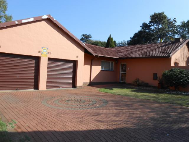Standard Bank EasySell 4 Bedroom House for Sale For Sale in Randpark - MR090726