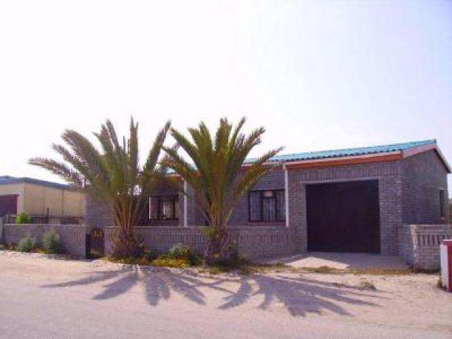 3 Bedroom House For Sale in Port Nolloth - Private Sale - MR091161