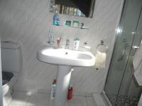 Bathroom 1 - 5 square meters of property in Mayfair West