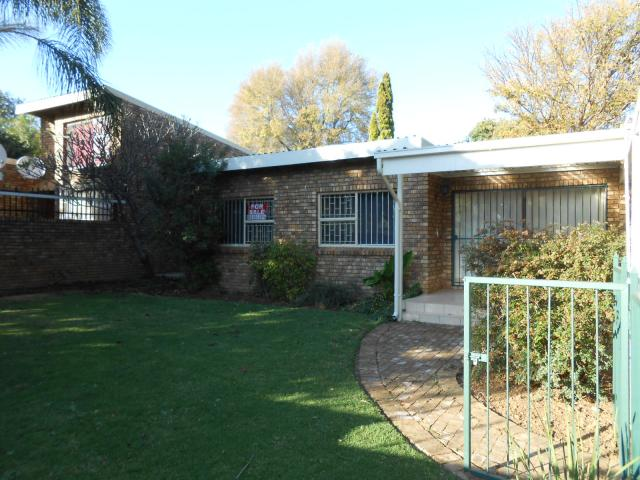 3 Bedroom Duet for Sale For Sale in Waterkloof Glen - Home Sell - MR091199