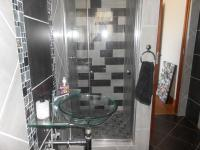 Bathroom 3+ - 21 square meters of property in Kameelfontein