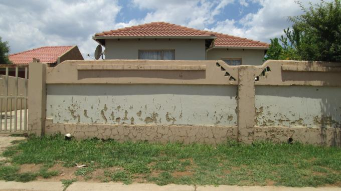 Standard Bank Insolvent 3 Bedroom House For Sale in Cosmo City - MR091265