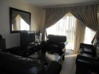 Lounges - 15 square meters of property in Ormonde