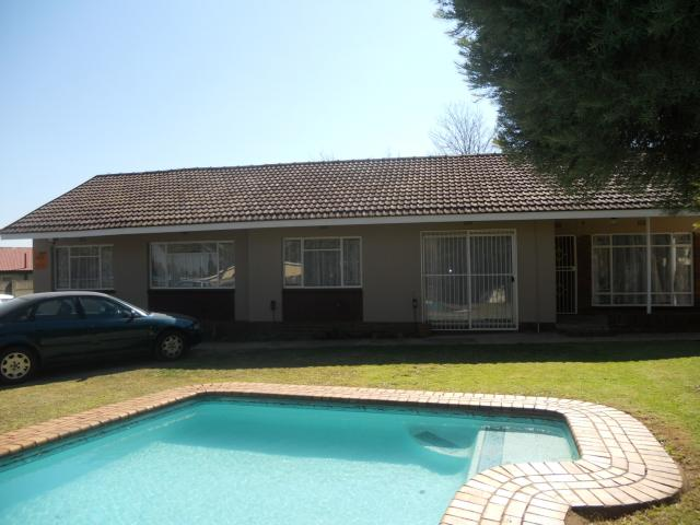 4 Bedroom House for Sale For Sale in Witpoortjie - Private Sale - MR091303