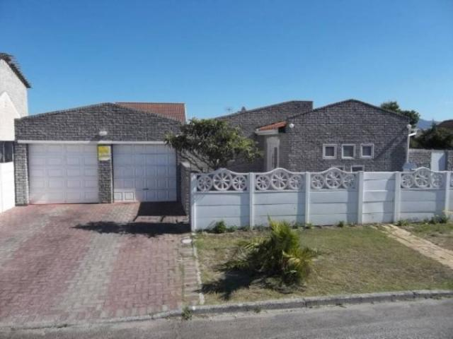 6 Bedroom House for Sale For Sale in Grassy Park - Private Sale - MR091502