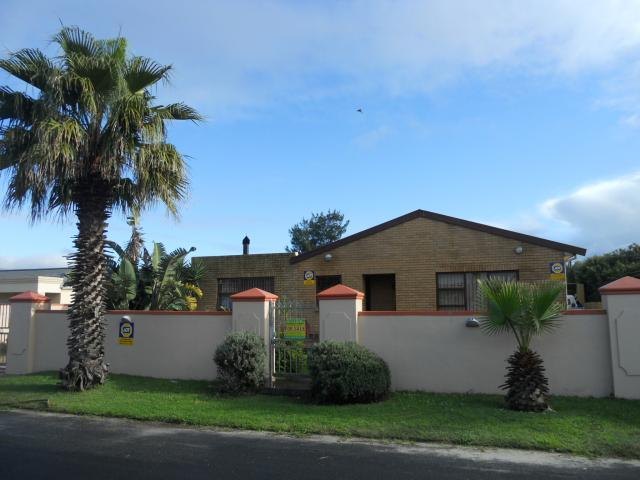4 Bedroom House for Sale For Sale in Zeekoei Vlei - Home Sell - MR091557