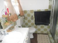 Main Bathroom - 5 square meters of property in Parow Central