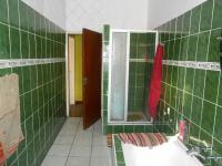 Main Bathroom - 9 square meters of property in Parrow Valley