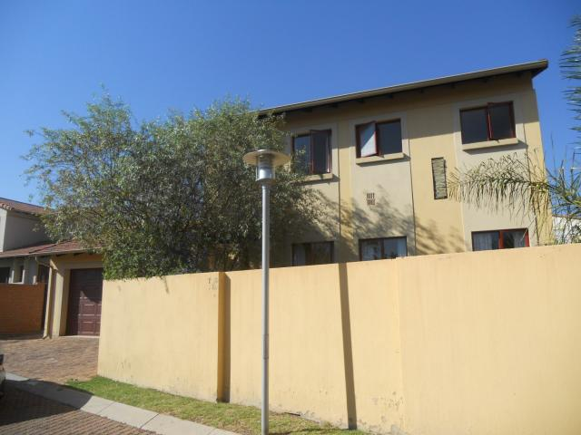 3 Bedroom Sectional Title For Sale in Ruimsig - Home Sell - MR091686