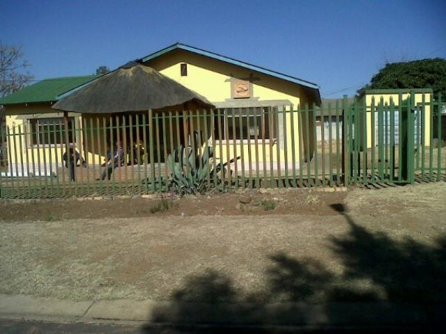 3 Bedroom House For Sale in Rensburg - Private Sale - MR091974