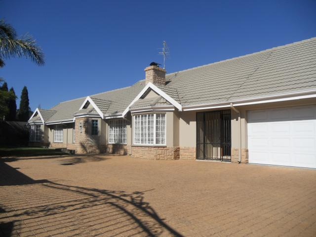 4 Bedroom House for Sale For Sale in Bergbron - Private Sale - MR092071