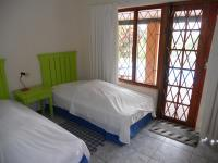 Bed Room 1 - 12 square meters of property in Umtentweni