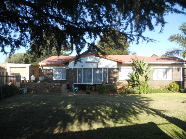 4 Bedroom House For Sale in Witpoortjie - Home Sell - MR092108
