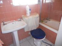 Main Bathroom - 3 square meters of property in Dalpark