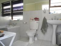 Main Bathroom - 5 square meters of property in Magaliessig