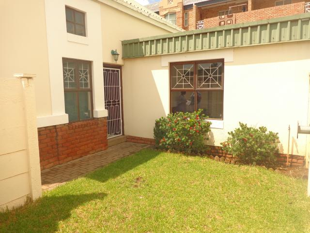 2 Bedroom Simplex for Sale For Sale in Bloemfontein - Private Sale - MR092282