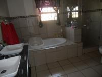 Main Bathroom - 18 square meters of property in Heidelberg - GP