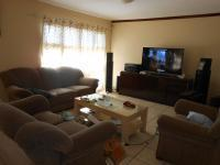 Lounges - 9 square meters of property in Claremont