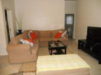 Lounges - 18 square meters of property in Parklands