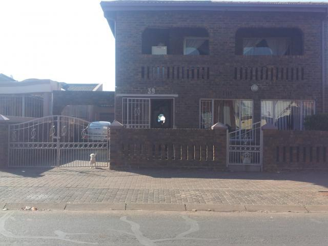 7 Bedroom House for Sale For Sale in Lenasia - Private Sale - MR092511
