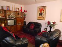 Lounges - 21 square meters of property in Birchleigh