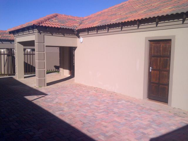 3 Bedroom Cluster for Sale For Sale in Klerksdorp - Home Sell - MR092618