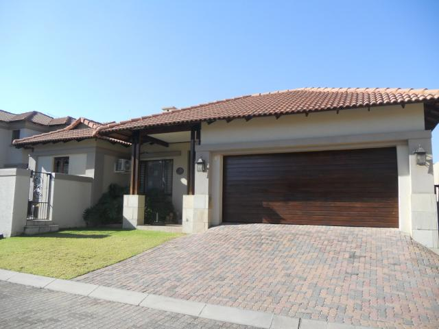 3 Bedroom House for Sale For Sale in Douglasdale - Home Sell - MR092795