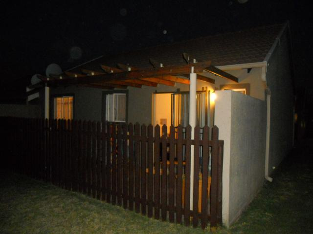 2 Bedroom Sectional Title for Sale For Sale in Greenstone Hill - Home Sell - MR092808