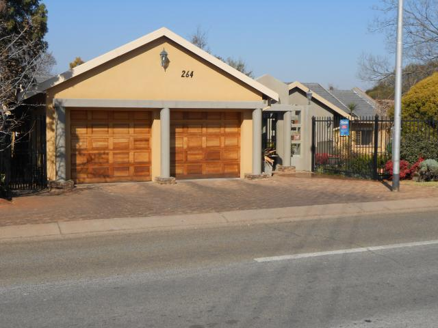 3 Bedroom House for Sale For Sale in Doringkloof - Private Sale - MR092813