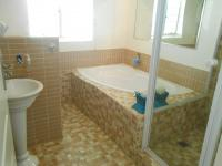 Bathroom 1 - 3 square meters of property in Doringkloof