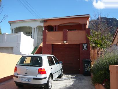 2 Bedroom House for Sale For Sale in Cape Town Centre - Private Sale - MR09282