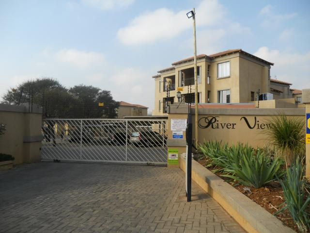 3 Bedroom Apartment for Sale and to Rent For Sale in Weltevreden Park - Home Sell - MR093059