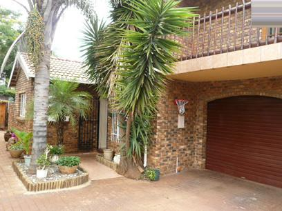 3 Bedroom Duet for Sale For Sale in Garsfontein - Private Sale - MR09313